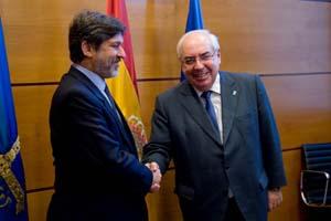 Álvarez Areces junto al embajador de Brasil en España, Paulo César de Oliveira Campos.