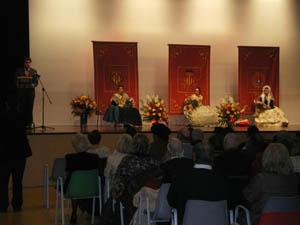 El Mantenedor se dirige al público en presencia de las Reinas 2011.