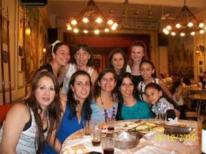 Cuerpo de baile, con la encargada Silvia Pérez Gadea y la profesora de danza Ana Kasnacic.