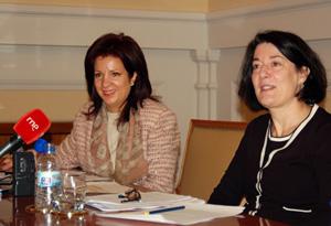 Anna Terrón (primer plano) y Pilar Pin (al fondo), en un acto reciente.
