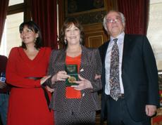 Anne Hidalgo, Carmen Maura y el director del Instituto Cervantes de París, Enrique Camacho.
