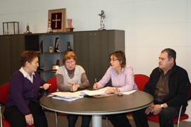 La viceconsejera de Emigración, Teresa Ordiz, Pilar Burgo, Begoña Serrano y Gaspar Revuelta.
