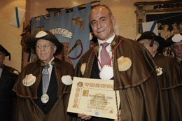 Camba recibió el título de caballero de la 'Enxebre Orde da Vieira'.