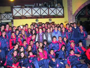 Foto con los jóvenes chilenos en Gijón.