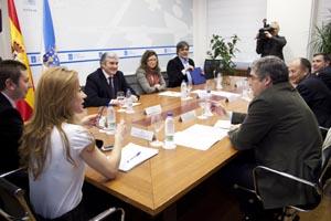 Currás se reunió con los partidos para analizar el futuro de la caja.