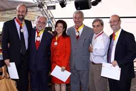Pilar Pin con algunos de los galardonados con la Medalla del Centenario del Gremio Espanhol de Belo Horizonte.