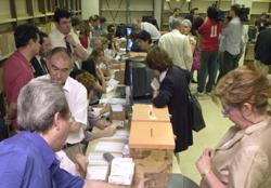 Imagen de archivo del escrutinio del voto del exterior.