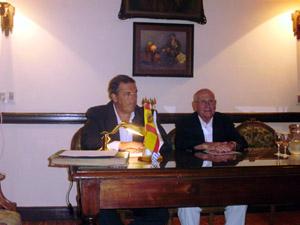 El secretario del Centro, Jorge Torres Cantalapiedra y su presidente, Julio Ríos, dirigieron la asamblea.
