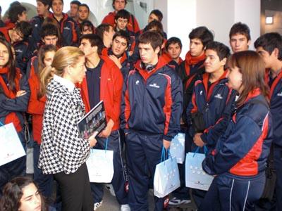 Victoria Cristóbal recibió a los jóvenes del Estadio Español de Chile.