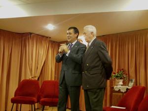 Luis Heras junto a Antonio Pardo durante la visita a la entidad.