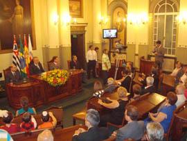 Acto de entrega de la Medalla al Centro Español.
