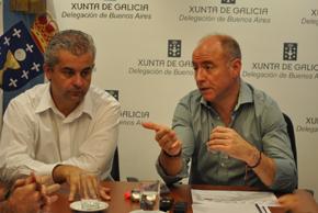 Camba, a la derecha, estuvo acompañado en  la rueda de prensa por el delegado de la Xunta en Argentina, Alejandro  López Dobarro.