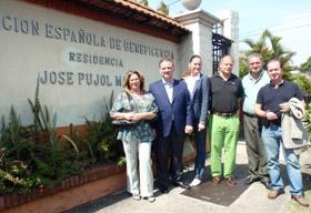 Alfredo Prada en la Residencia de Ancianos de la Asociación Española de Beneficencia 'José Pujol Martí'.