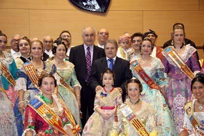 Blasco y Rus en la recepción a los emigrantes en la Diputación de Valencia.