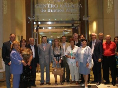 Cristóbal a su llegada al Centro Galicia, donde fue recibida por miembros de la comisión directiva de la institución