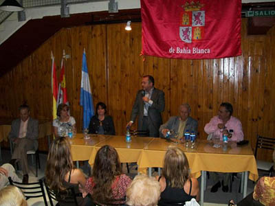 Félix Colsa en su visita al Centro Castellano y Leonés de Bahía Blanca.
