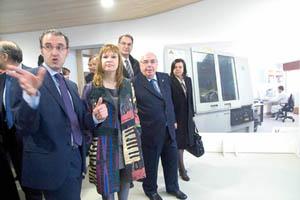 La ministra Leire Pajín en su visita al Instituto Nacional de Silicosis.