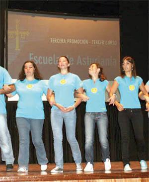 Alumnas de la Escuela de Asturianía.
