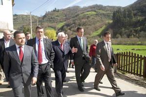 López, Areces y Basagoiti en Tuña.