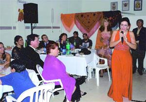 Isabel Mínguez durante su actuación en la cena-show.