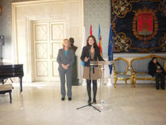 Mabel Manglano y Marta García Romeo, en el Ayuntamiento de Alicante.