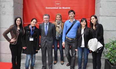 Los jóvenes fueron recibidos por el consejero de Presidencia, Justicia e Interior, Francisco Granados, y la directora de la AME, Victoria Cristóbal.