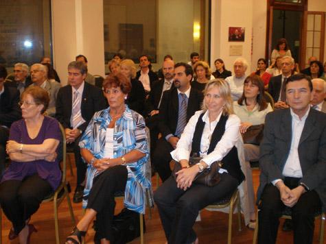 Más de cien personas asistieron a la presentación del programa de becas