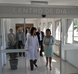 La conselleira en el centro de día del Hogar Español de Montevideo.