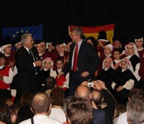 Alfonso Rueda con José Gil, presidente de 'As Xeitosiñas' en el acto celebrado en Zúrich.