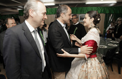 Francisco Camps saluda a Mónica Sidró, Reina de Castellón.