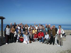 Un grupo de emigrantes en los alrededores de Valdemossa.