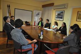 Reunión de Adolfo Rial con los jóvenes interesados en el curso.