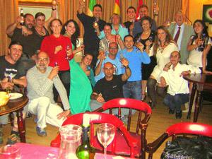 El grupo teatral en el Hogar Extremeño.