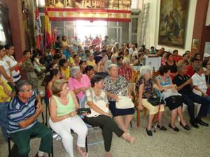 Asociados de la 'Soc. Benéfica Burgalesa'  durante la celebración del Dia de Castilla y León.
