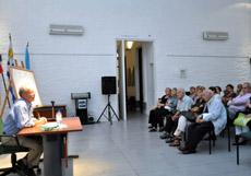Charla de José Monterroso en el Patronato da Cultura Galega de Montevideo.