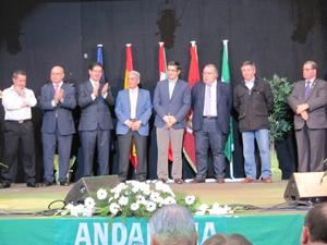 El lehendakari Patxi López (5º por la izquierda), con el resto de autoridades asistentes a los actos.