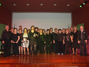 Los miembros del Coro Rociero Séneca, que cerraron el Certamen de Saetas.