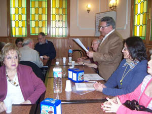 Imagen de una asamblea de asociados de Apoyar.