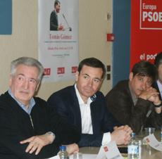 Tomás Gómez y Javier Moreno en el acto en París.
