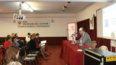 El consejero de Trabajo en Argentina, Julio Olmos, en la presentación del curso.