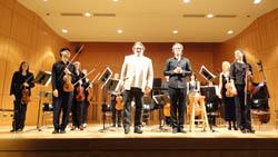 Los músicos con el compositor Joan Valent en el auditorio neoyorquino.