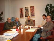 Julio Olmos con los miembros de la asociación.