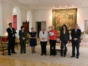 Carmen Cánovas, en el centro, y Anna Terrón, segunda por la derecha, en el acto celebrado en Berlín.