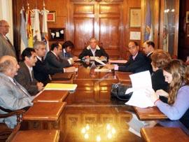 La firma del acta se demoró cuatro horas por las tensas negociaciones de último momento.