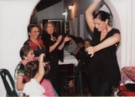 Priscilla Portillo bailó en el acto de homenaje a los socios mayores.