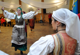 Baile del grupo 'Les Madreñes' del Centro Asturiano de Montevideo.