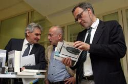 Roberto Varela presentó en la Cidade da Cultura de Galicia los libros sobre Lois Pereiro, homenajeado en el Día das Letras Galegas.