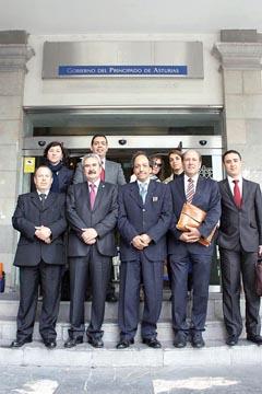 Graciano Torre con la delegación argelina.