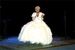 Lilian de Celis durante su actuación en Bruselas.