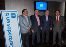 Alfredo Prada con directivos del PP en Santo Domingo.